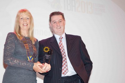 Christine-Michaels-President-of-The-Rotary-Club-of-Barnard-Castle-presenting-the-Environmental-Achievement-Award